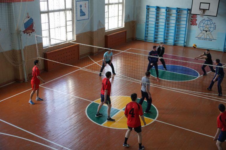 Магнитогорские полицейские обыграли коллег в волейбол