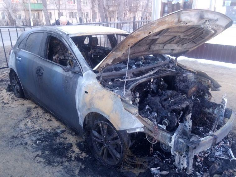 В Магнитогорске на стоянке вспыхнул автомобиль