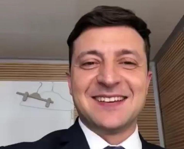 Владимир Зеленский побеждает на президентских выборах с трехкратным отрывом