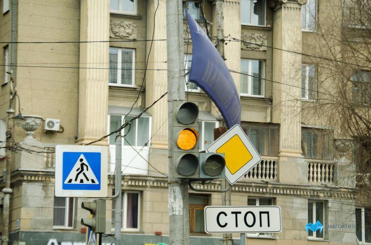 На дорогах города могут появиться дорожные знаки меньшего размера