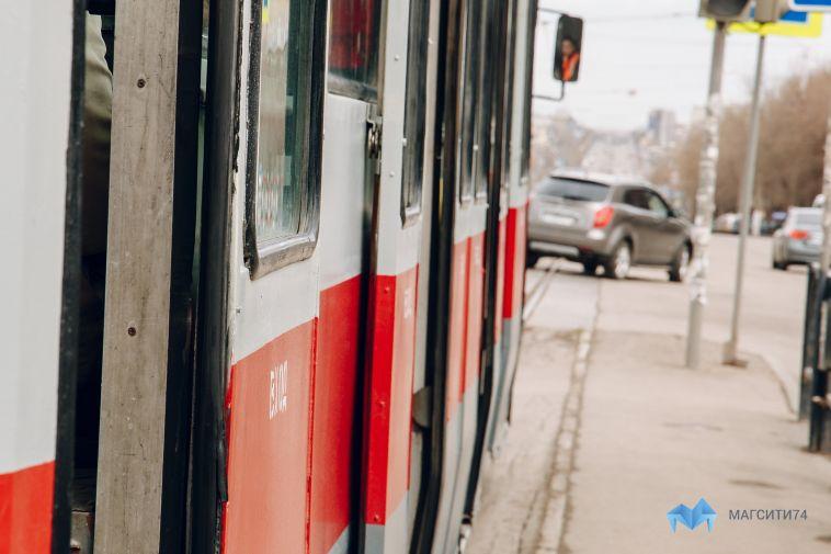 В трамвае упала пенсионерка