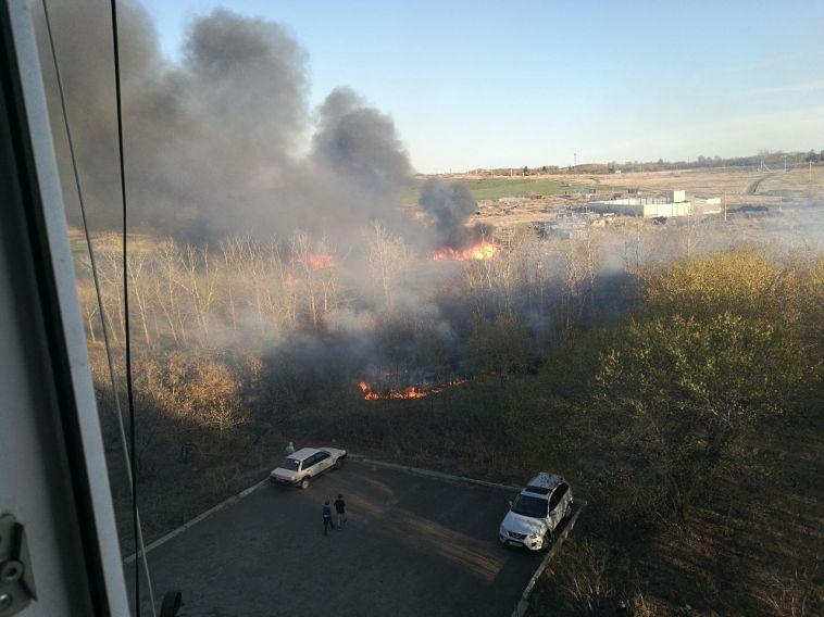 Пожар в Магнитогорске уничтожил хозпостройки
