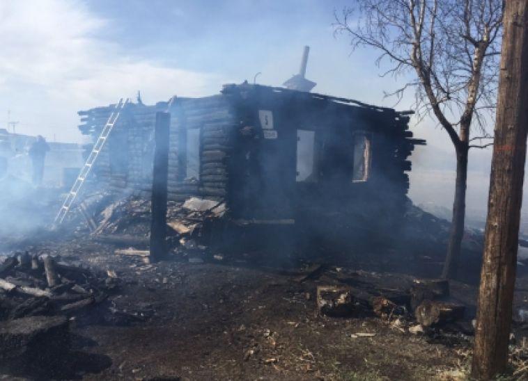 В Челябинской области две женщины и ребенок погибли в горящем доме