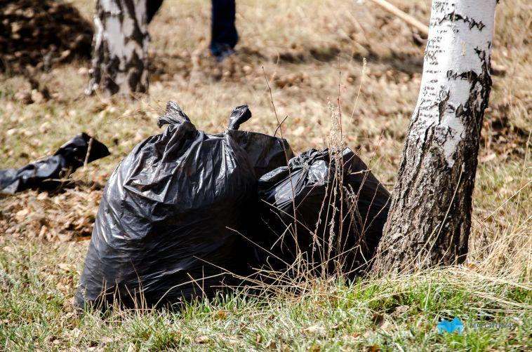 Магнитогорцы пожаловались на платные мусорные мешки на кладбищах