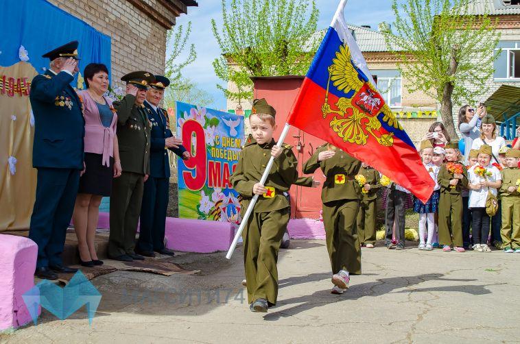 В Магнитогорске прошел Парад Победы в миниатюре