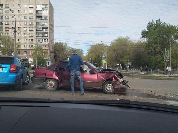 В Магнитогорске на перекрестке перевернулся автомобиль