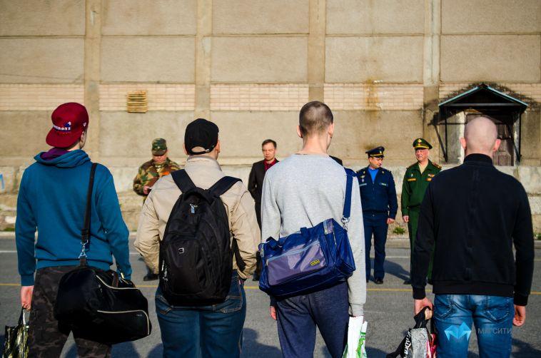 Более 20 магнитогорцев сегодня отправили в армию