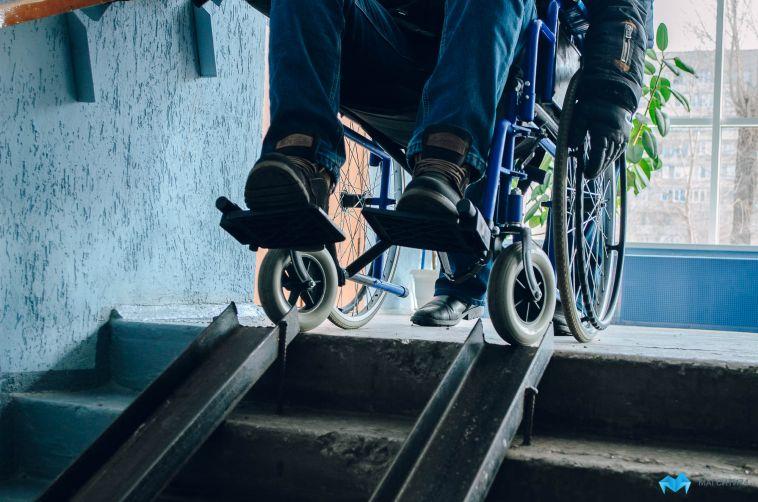 Прокуратура обязала мэрию установить пандус для инвалида