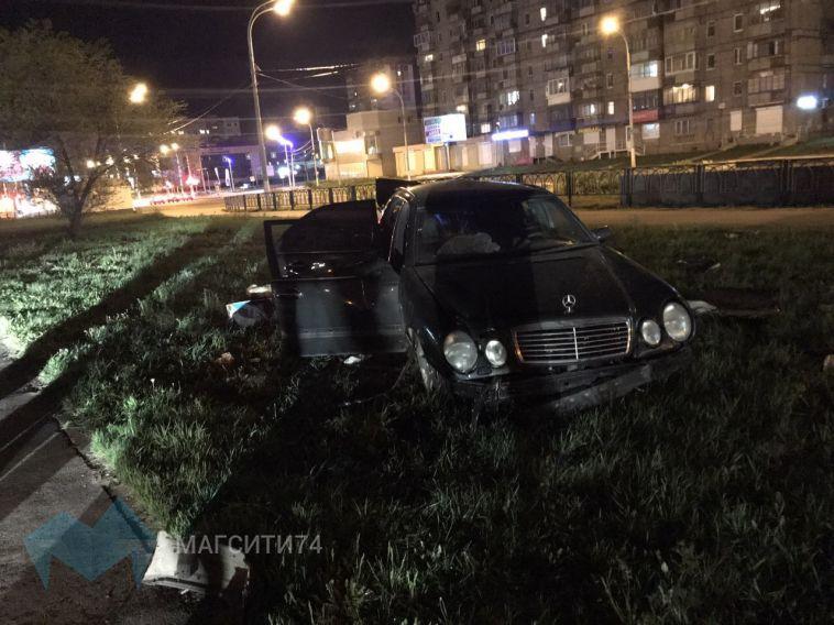 Ночной полет Mercedes окончился на газоне