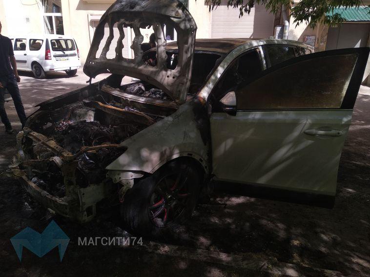 В Магнитогорске ночью сгорел автомобиль