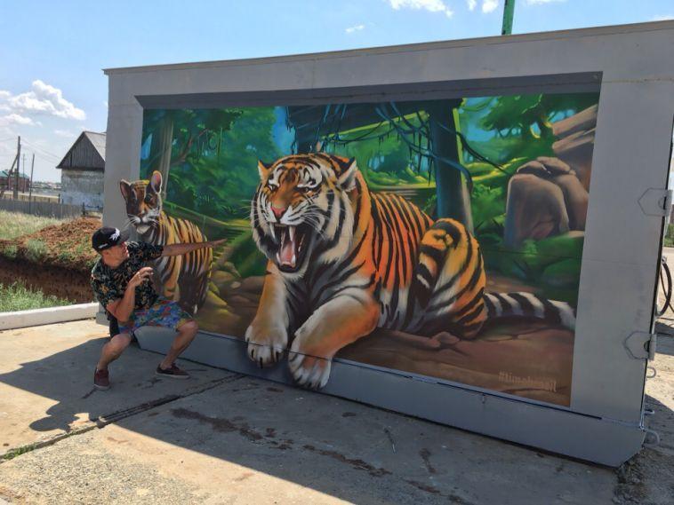 Челябинский граффитист украшает область «бразильскими» мотивами