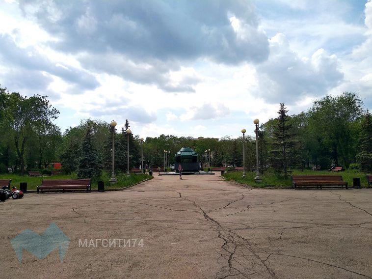 В сквере Победы установят скамейки и урны с чугунным литьем