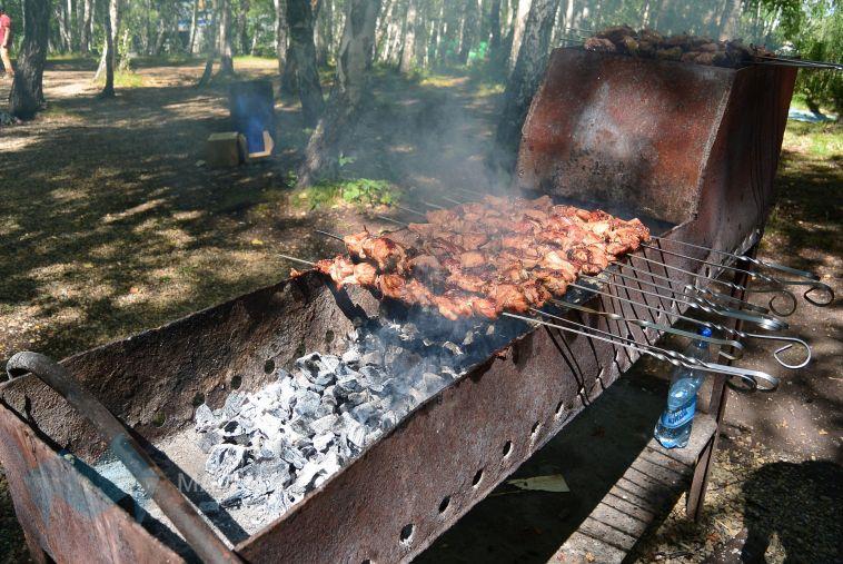 В Магнитогорске во время розжига мангала на мужчине загорелась одежда