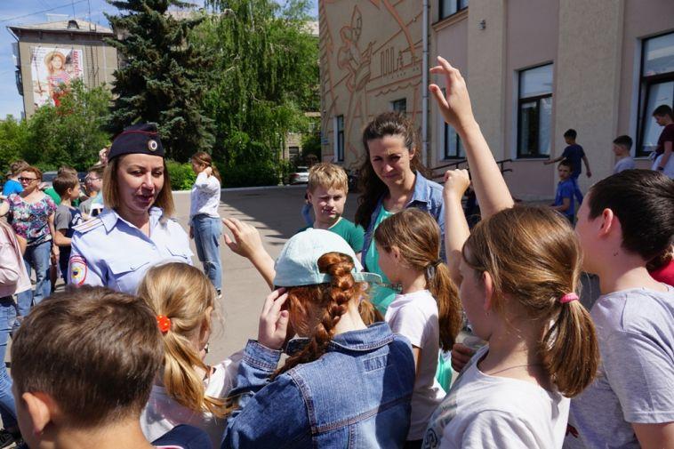 Полицейские рассказали детям, как сделать лето безопасным