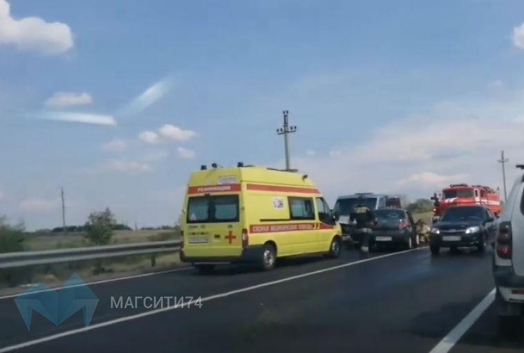 На выезде из города произошло ДТП с тремя автомобилями