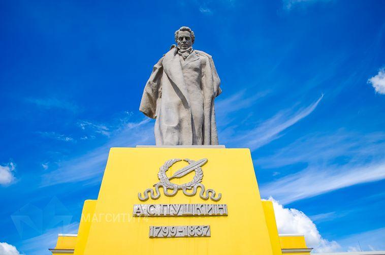 К юбилею города отреставрировали памятник Пушкину