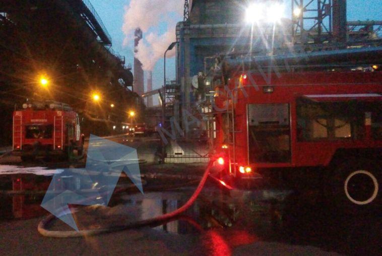 Более двух часов огнеборцы тушили пожар на коксохиме