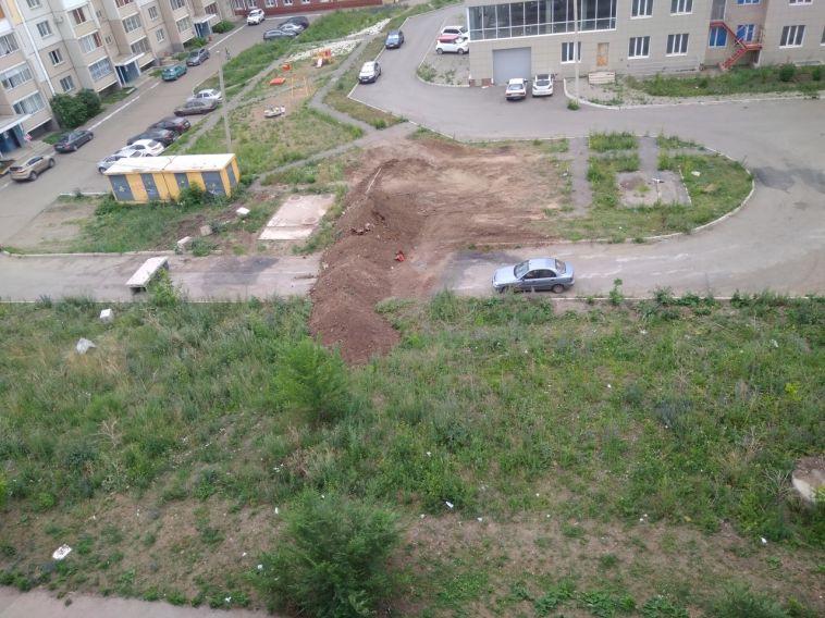 В Магнитогорске жители нескольких домов поссорились из-за перекрытого проезда