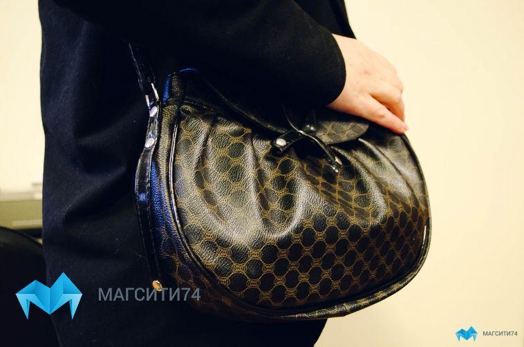 В Ленинском районе неизвестный украл сумку у девушки