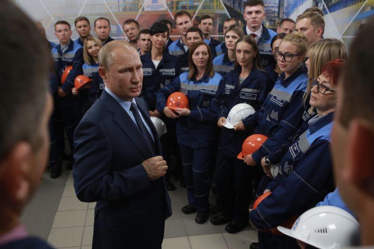Путин запустил аглофабрику, нажав красную кнопку