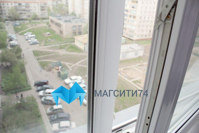 В Магнитогорске мужчина выпал с шестого этажа