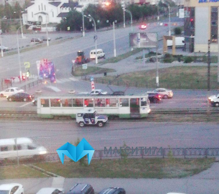 В Магнитогорске безбилетник камнем разбил в трамвае стекло