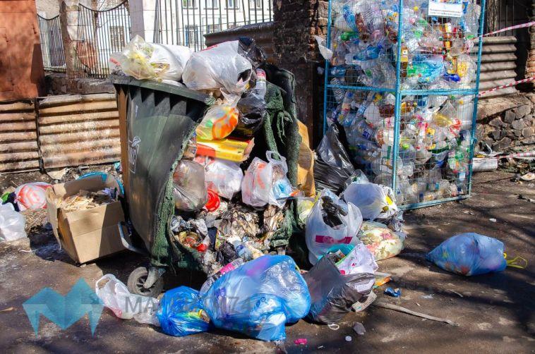 В Челябинской области пламя уничтожило мусорные контейнеры на три миллиона