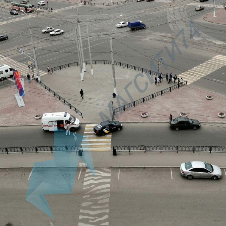 На пешеходном переходе таксист сбил велосипедистку