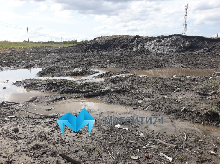 На окраине Магнитогорска до сих пор не растаяла снежная гора