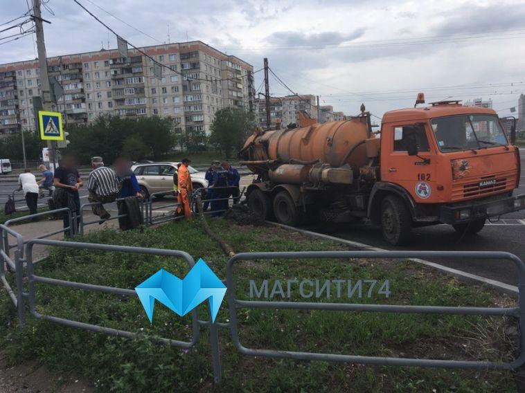 В Магнитогорске почистили ливнёвки после потопа