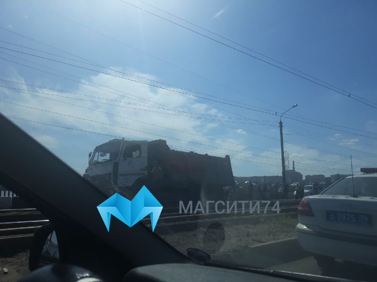 На Казачьей переправе «КамАЗ» собрал три легковушки