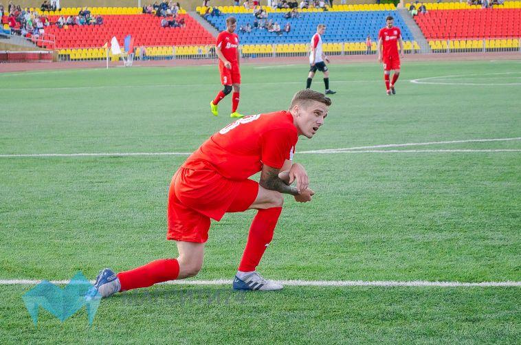 Магнитогорские футболисты разгромили принципиального соперника