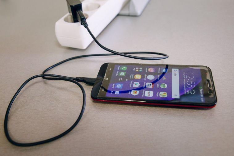 В Магнитогорске у школьника загорелся сотовый телефон