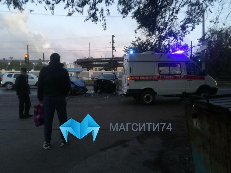 Сегодня утром на перекрестке Кирова и Луговой столкнулись две легковушки