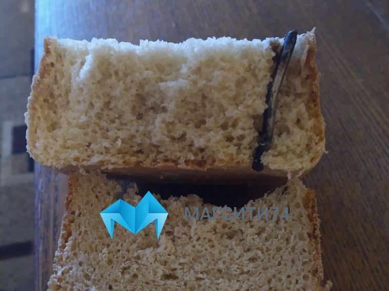 Жительница Магнитогорска нашла металлический штырь в буханке хлеба