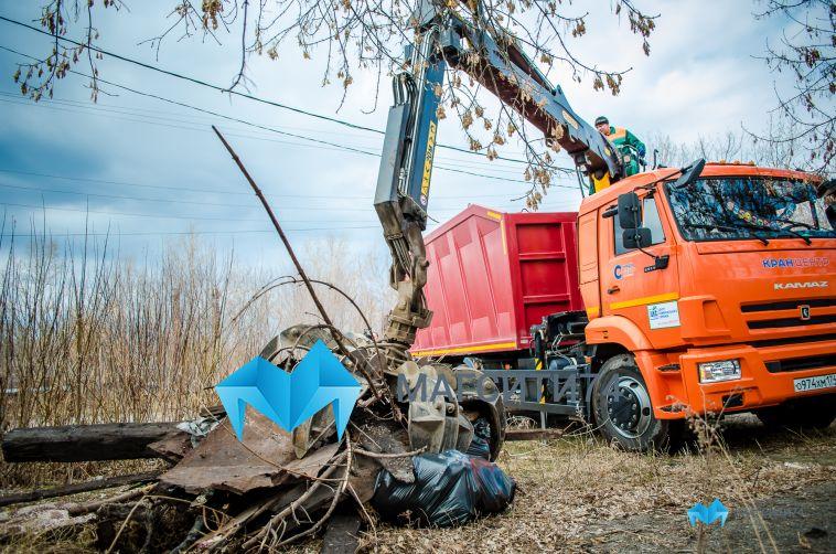 Городские службы продолжают уборку мусора в Магнитогорска