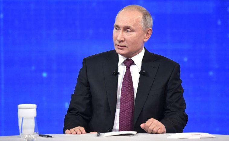 Путин повысил зарплату себе и Медведеву