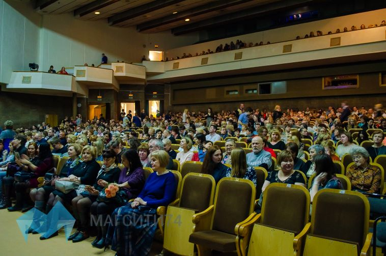 Магнитогорцам предлагают выбрать актера драмтеатра для творческой встречи