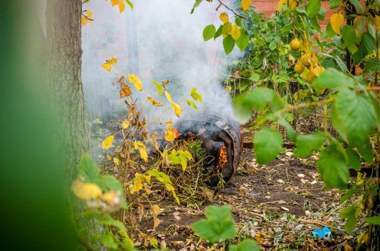 В Магнитогорске затри дня горели три садовых домика