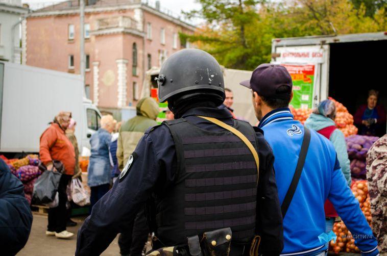 На магнитогорских рынках ОМОН проверил документы у мигрантов