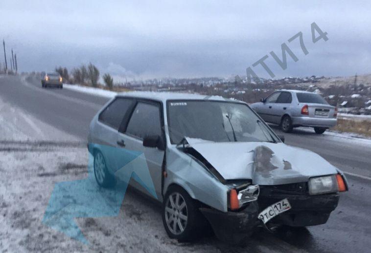 На шоссе Космонавтов водитель врезался в столб