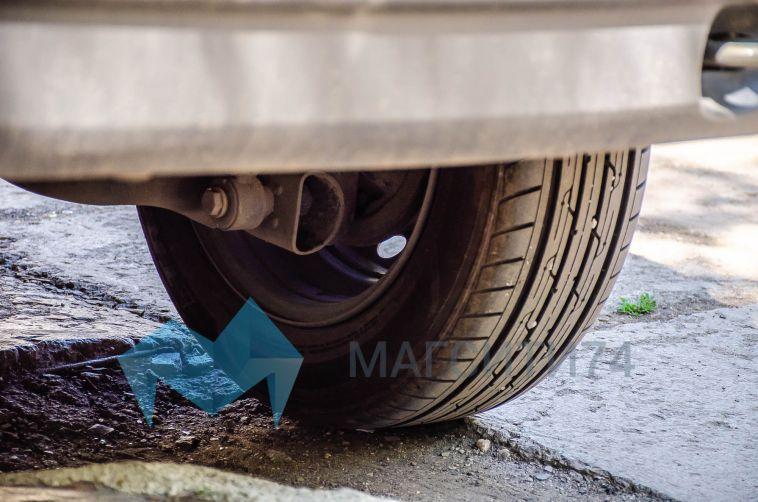 В Магнитогорске злоумышленники вымогают деньги, прокалывая колёса