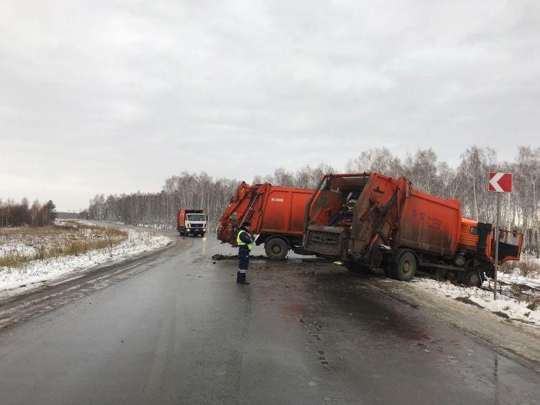 В аварии с мусоровозами погибли двое людей