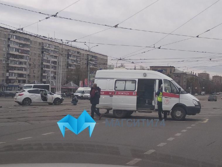 В Магнитогорске легковушка столкнулась с каретой скорой помощи