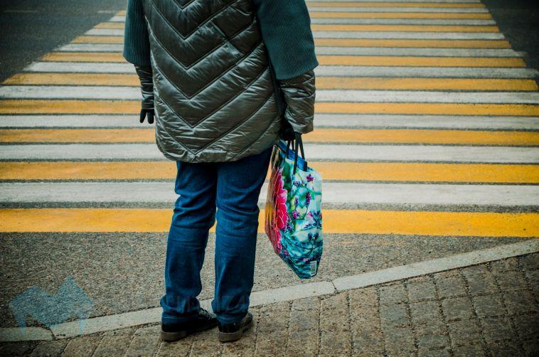 На пешеходном переходе в Правобережном районе сбили женщину