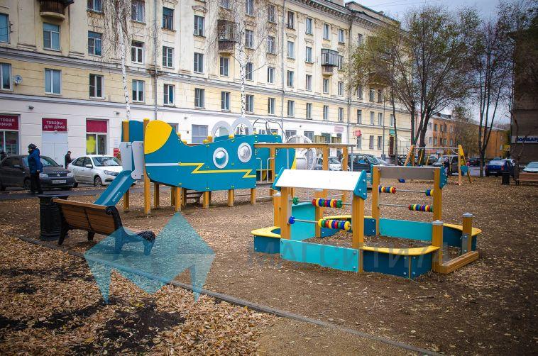 Водворах магнитогорцев появились новые детские площадки ипарковки
