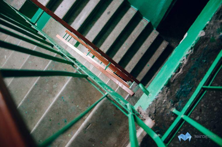 Жильцы многоэтажки пожаловались набардак вподъезде
