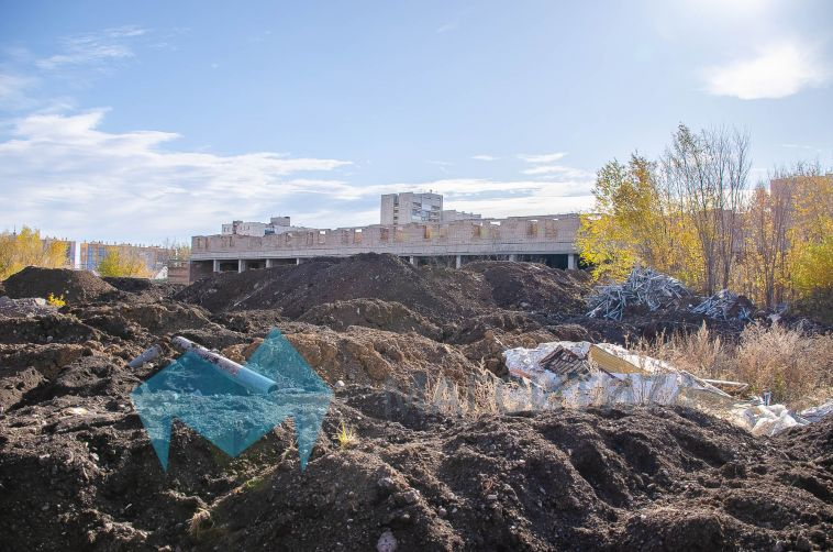 В Магнитогорске начался снос недостроя по улице Грязнова