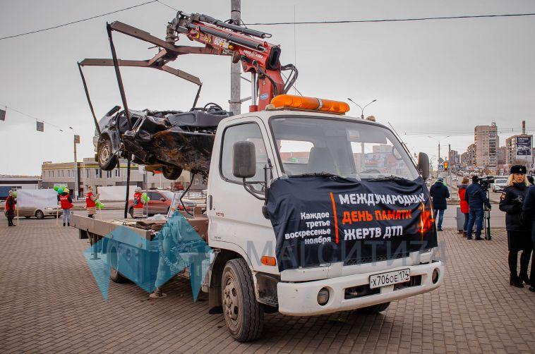 В День памяти жертв ДТП на магнитогорском перекрёстке разместили груду железа