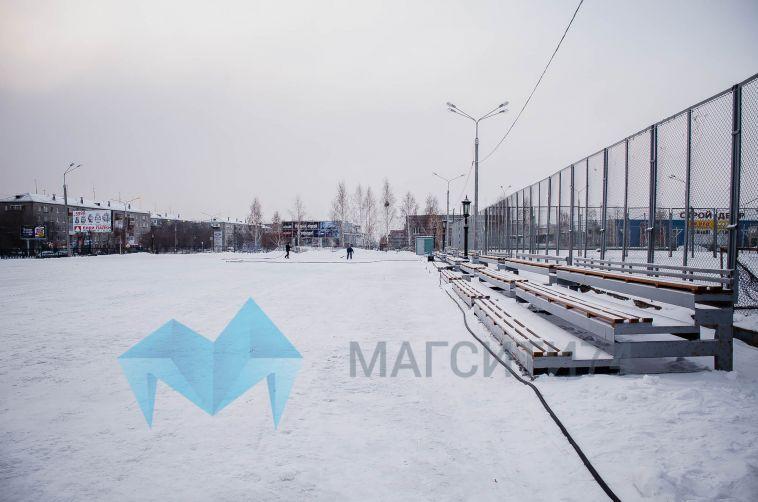 Время доставать коньки: в Магнитке приступили к подготовке ледовых площадок
